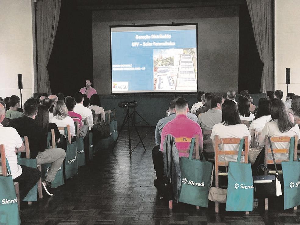 Cerca de 150 pessoas participaram do evento sobre energias renováveis.