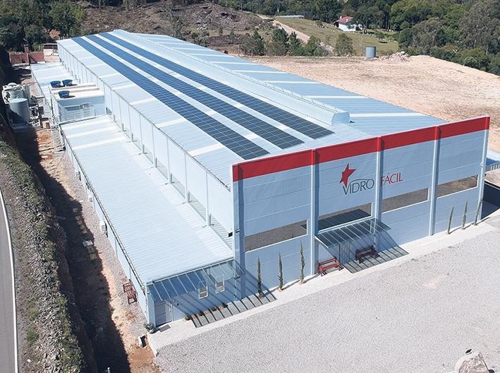 Empresa Vidro Fácil apostou na energia fotovoltaica.