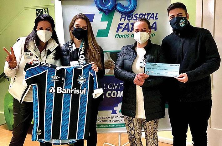 O Cônsul Lander Piccoli e a Consulesa Júlia Machado fizeram a entrega de R$ 10 mil ao Hospital Fátima.