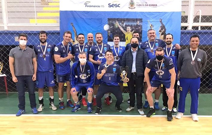 A equipe do Cruzeiro ficou com a 3ª colocação e recebeu a premiação das mãos do prefeito César Ulian.