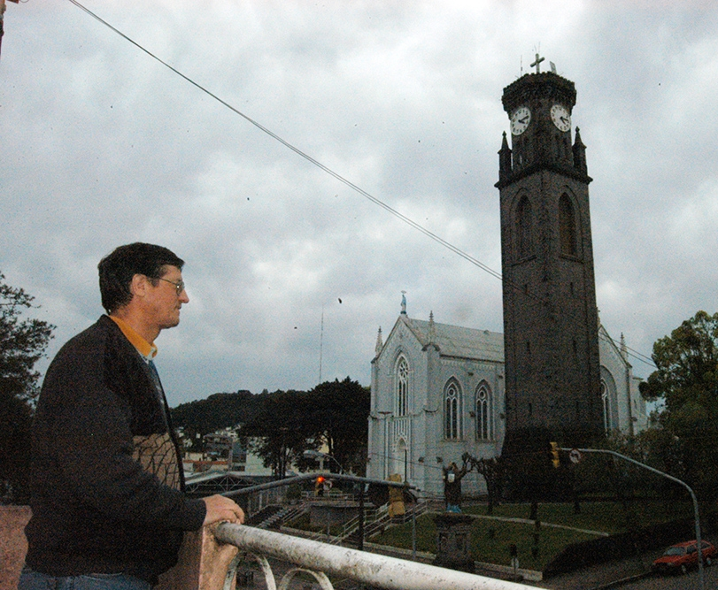 Eloi Triaca, que trabalha no Museu, sempre para o que está fazendo quando a música 'O Silêncio' ecoa da torre.