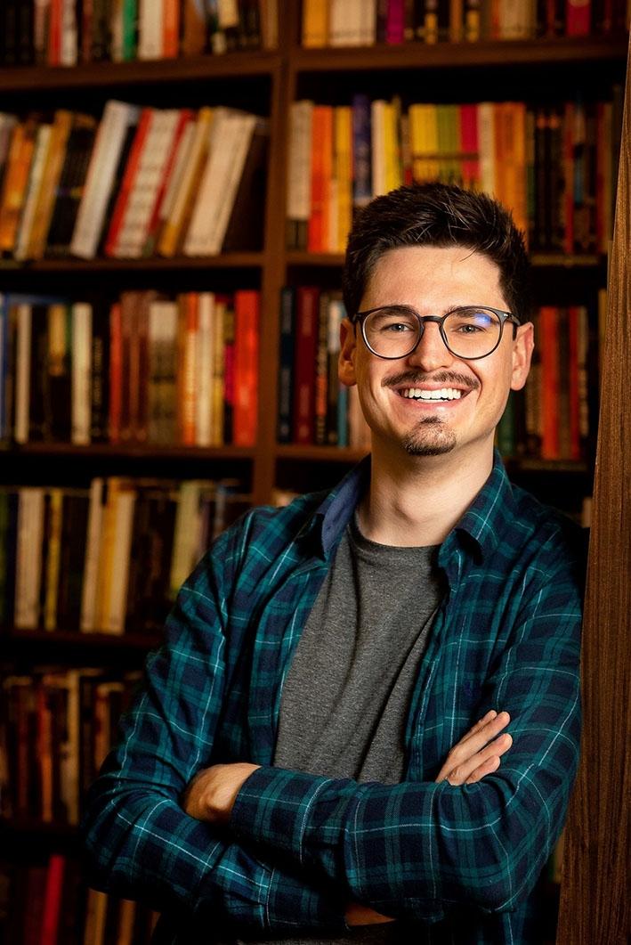 Em episódios quinzenais, o jornalista Ronaldo Bueno apresentará autores, trará curiosidades sobre livros e contextualizará obras.
